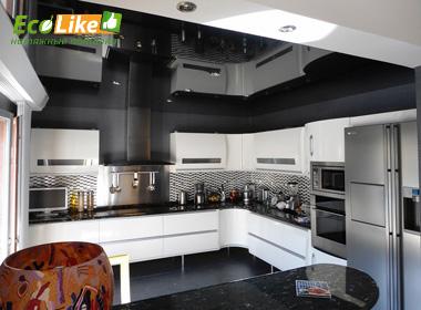 Чёрный глянцевый натяжной потолок