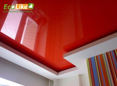 Красный глянцевый потолок с нишей