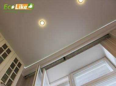 Эффект парения на натяжном потолке на кухне